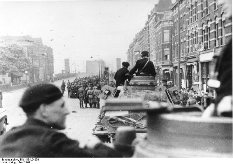 Bundesarchiv_Bild_183-L04290,_Rotterdam,_Einmarsch_motorisierter_deutscher_Truppen.jpg